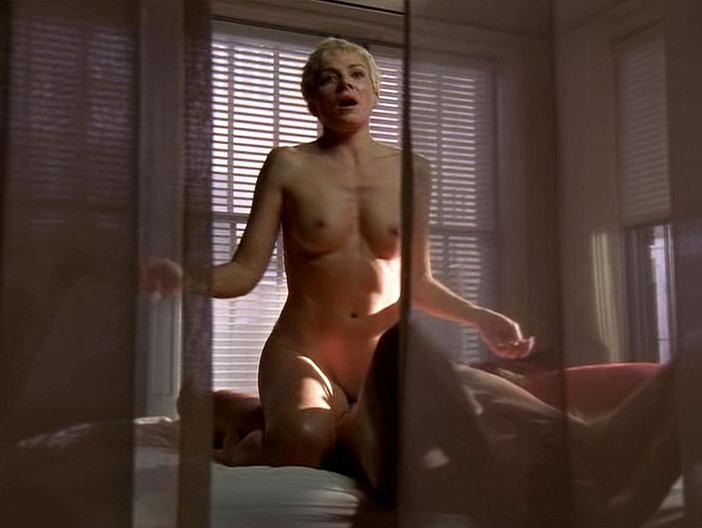 Kim Cattrall nude - Sex and the City s06e20 (2004)
