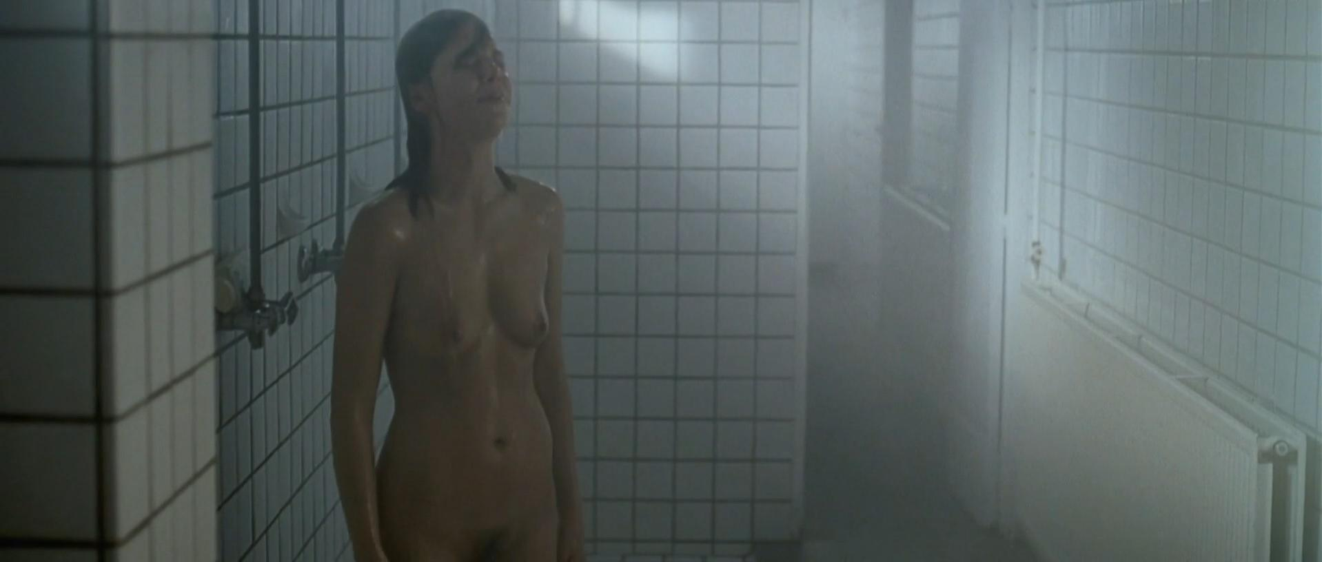 Eline Kuppens nude - Linkeroever (2008)