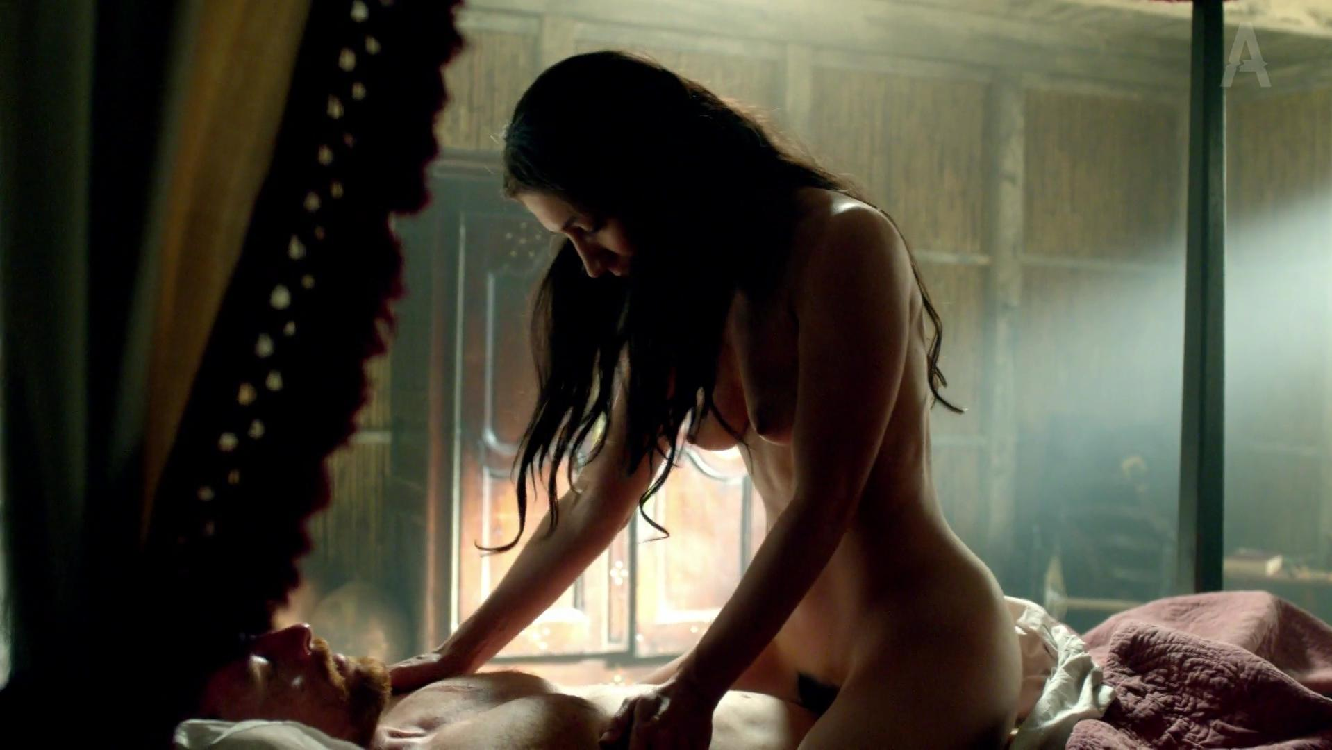 Louise Barnes nude, Jessica Parker Kennedy sexy - Black Sails s01e04 (2014)