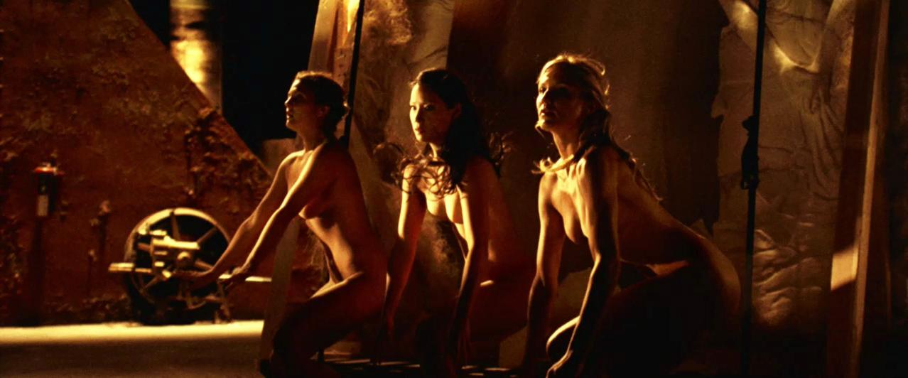 Demi Moore sexy, Cameron Diaz sexy, Drew Barrymore sexy, Lucy Liu sexy - Charlie's Angels 2 (2003)
