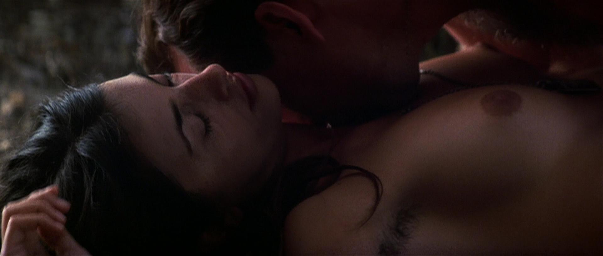 Penelope Cruz nude - Captain Corelli's Mandolin (2001)