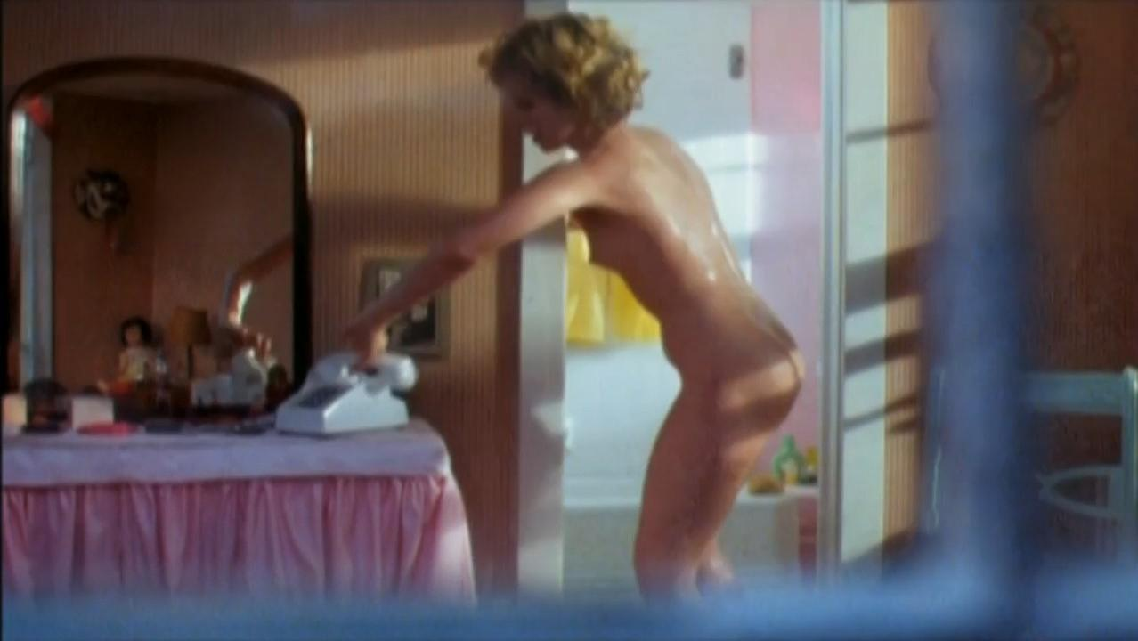 Maureen Mooney nude - Hell High (1989)
