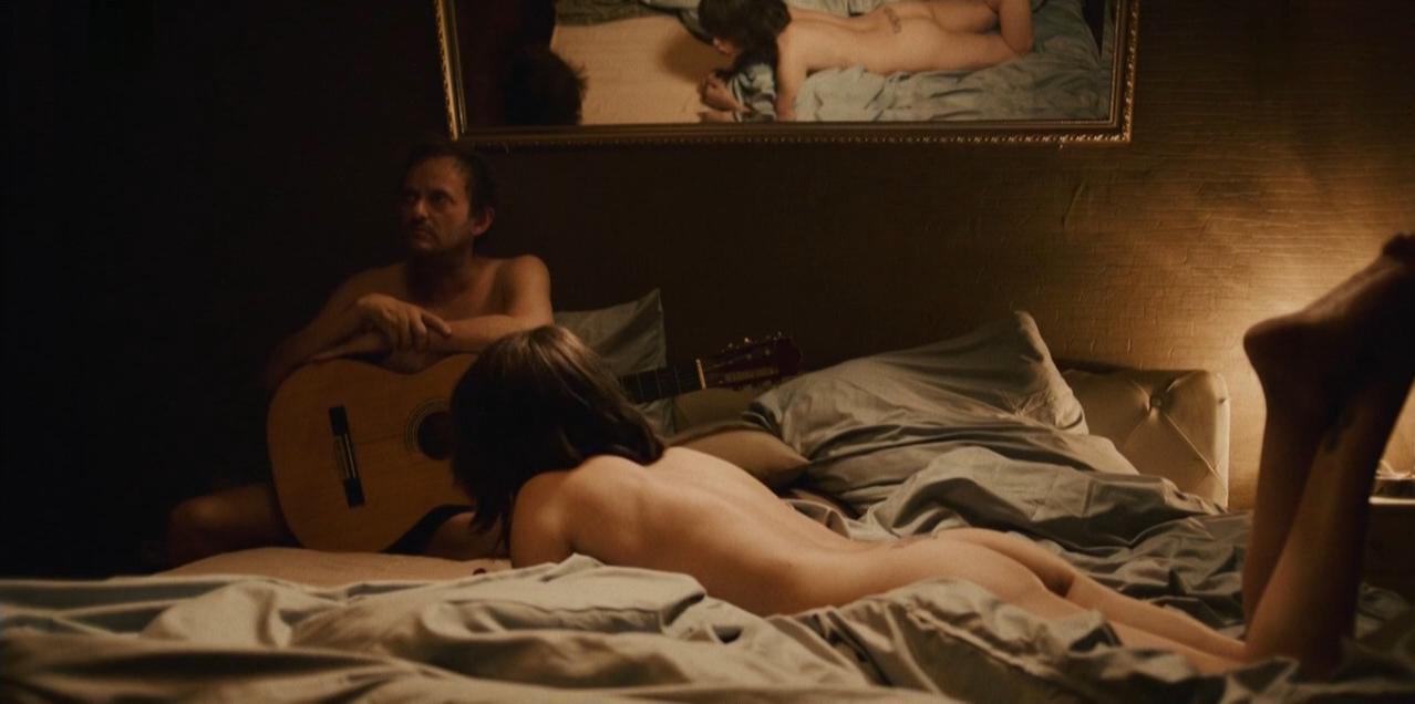 Anna Thalbach nude - Wir sind die Rosinskis (2016)