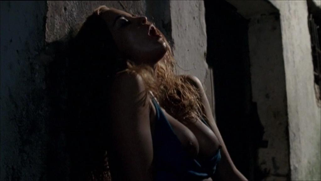 Alice Braga nude - Lower City (2005)