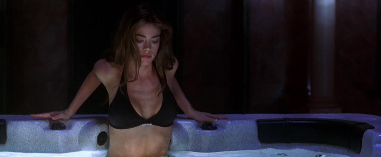 Denise Richards sexy - Valentine (2001)