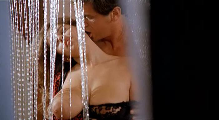 Debora Caprioglio nude - Spiando Marina (1992)