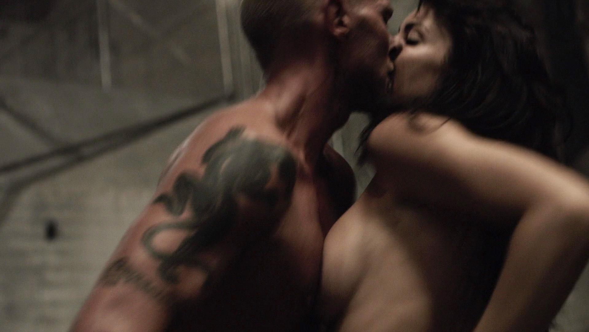 Tanit Phoenix sexy - Death Race 2 (2010)