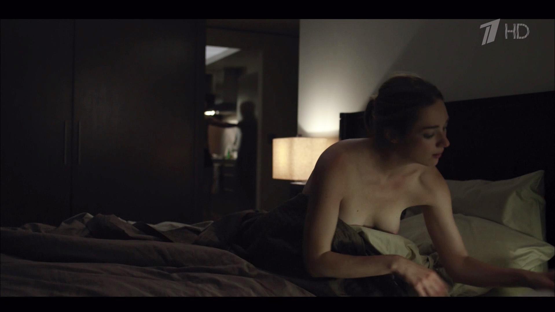 Kristen Connolly nude - House Of Cards s01e01 (2013)