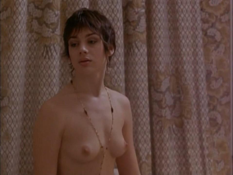 Amanda Ryan nude - Metroland (1997)