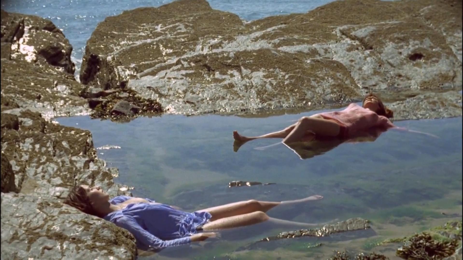 Anicee Alvina nude, Olga Georges-Picot nude - Glissements progressifs du plaisir (1973)