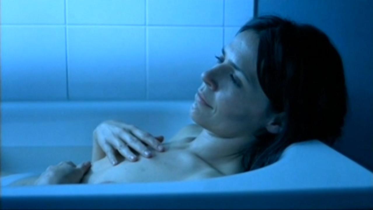Sophie Museur nude - Des plumes dans la tete (2003)