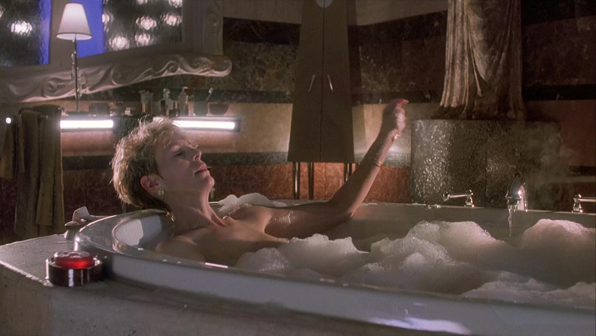 Jamie lee curtis nake