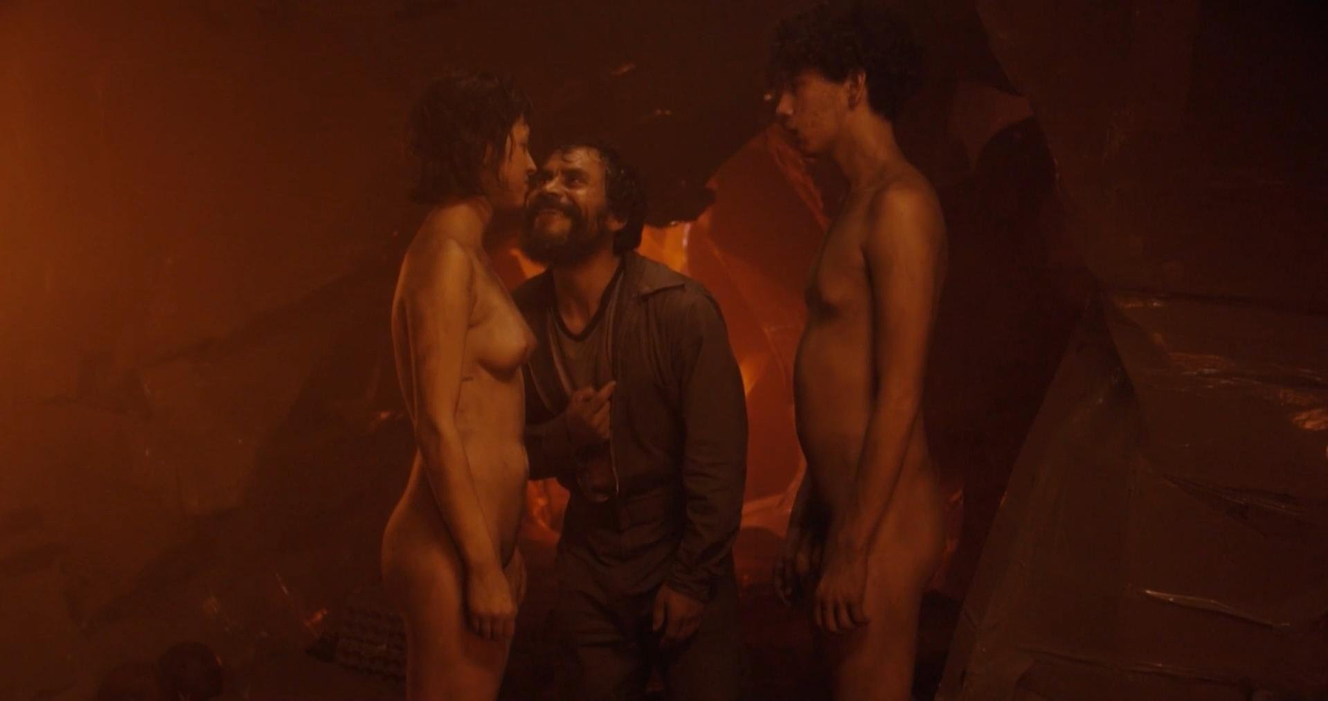 Maria Evoli nude, Maria Cid nude - Tenemos la carne (2016)