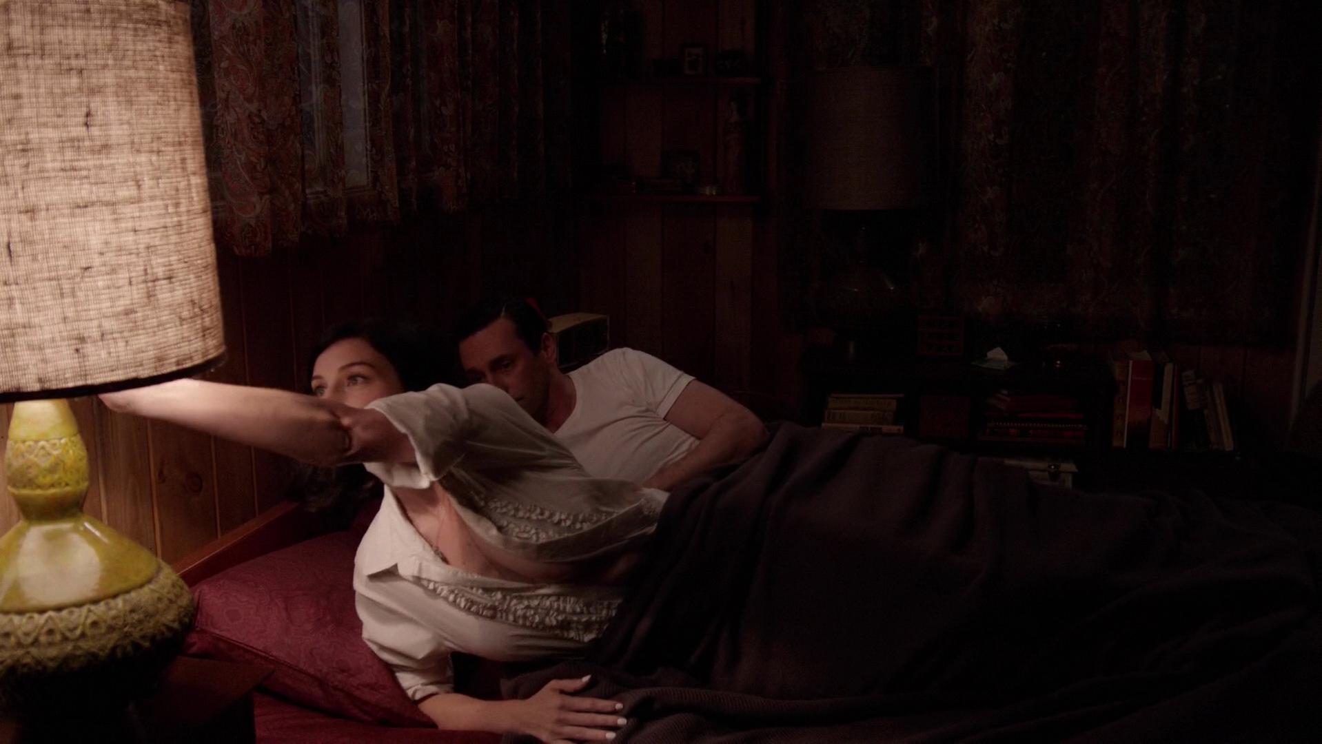Jessica Pare sexy - Mad Men s07e01 (2014)