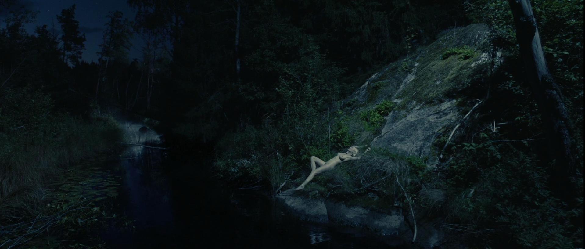 Kirsten Dunst nude - Melancholia (2011)