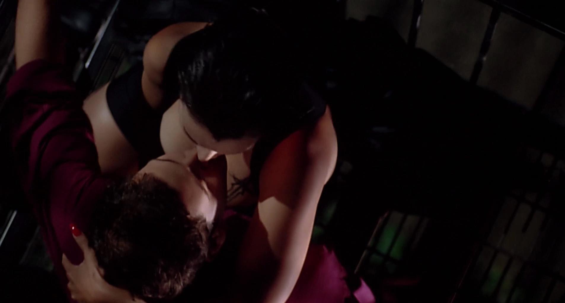 Jennifer Tilly sexy - Embrace of the Vampire (1995)