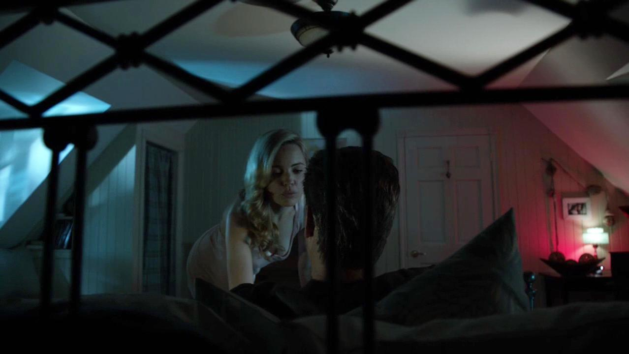 Melissa George sexy - Bag of Bones (2011)