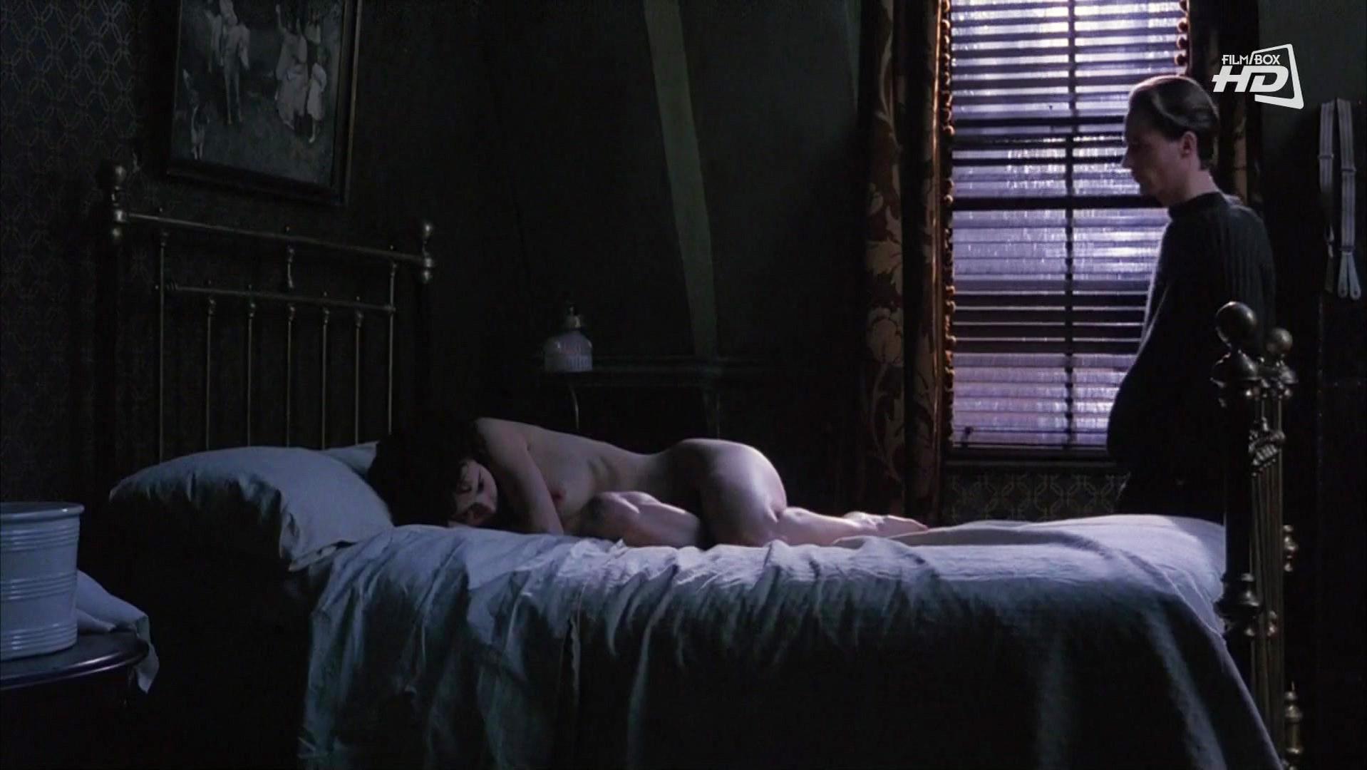 Helena Bonham Carter nude - The Wings of the Dove (1997)
