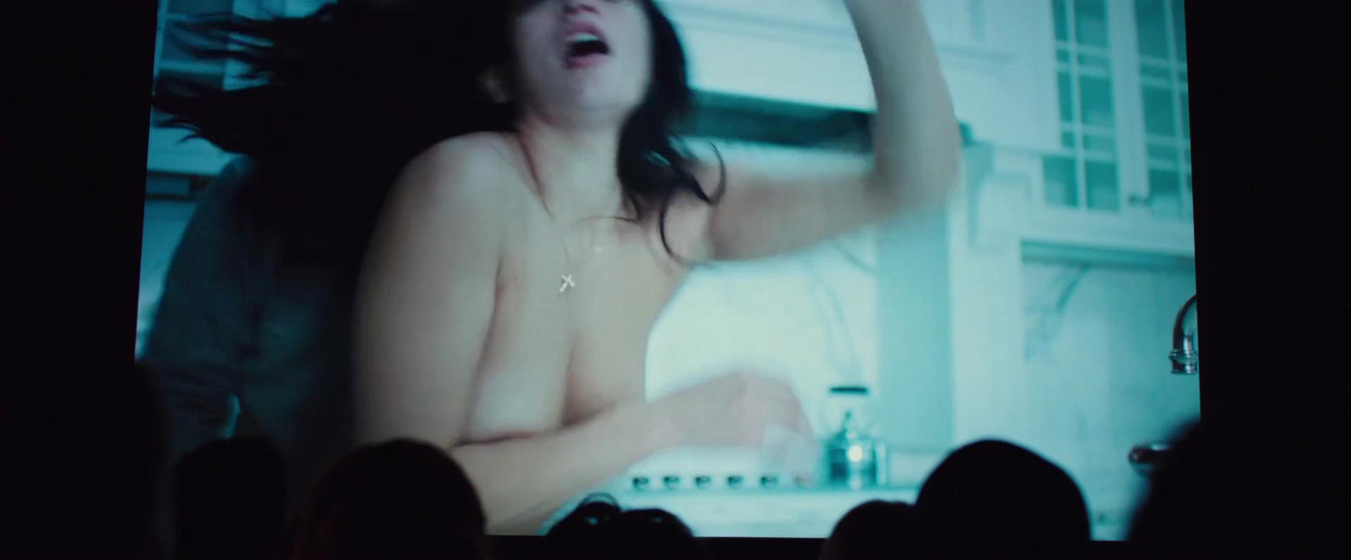 Natalie Martinez nude - Broken City (2013)