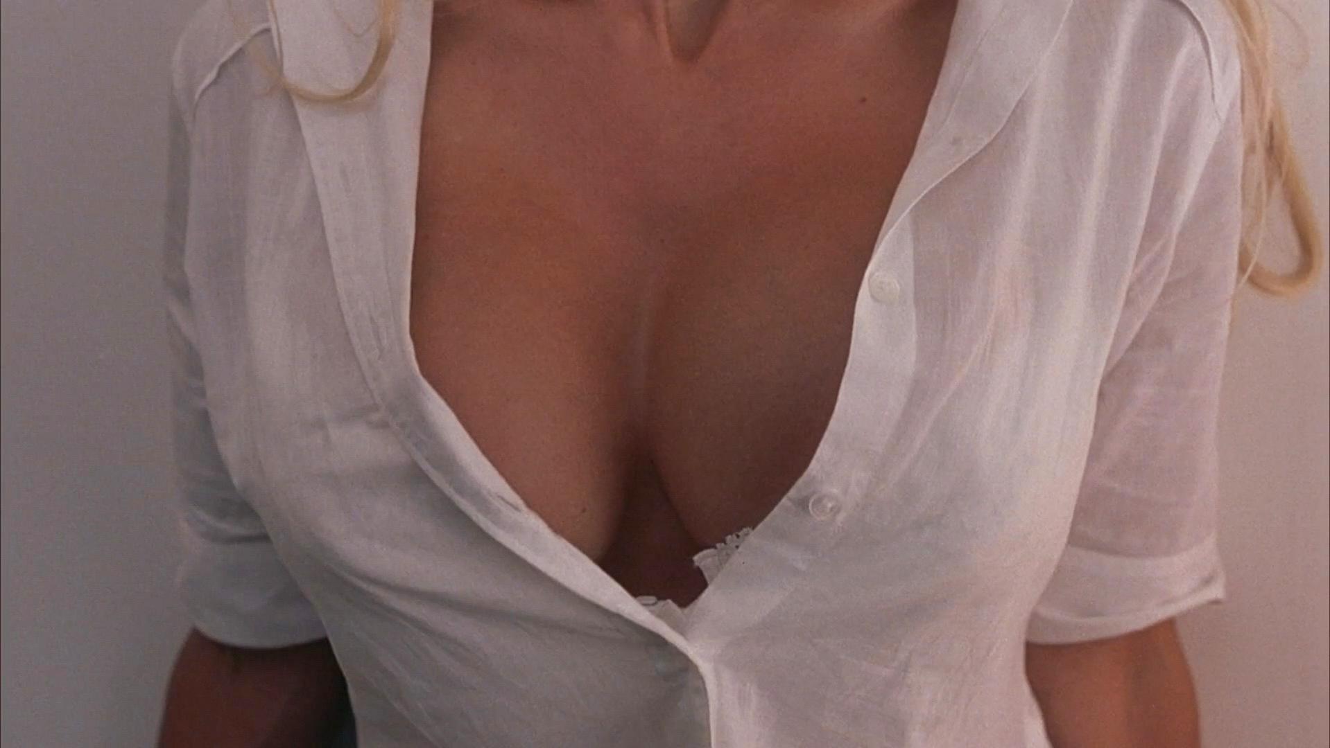 Nude Video Celebs  Pamela Anderson Sexy - Scary Movie 3 -2712