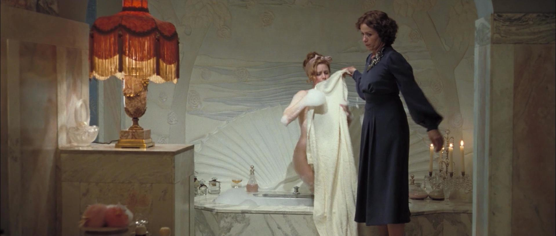 Amy Adams nude - Miss Pettigrew Lives for a Day (2008)