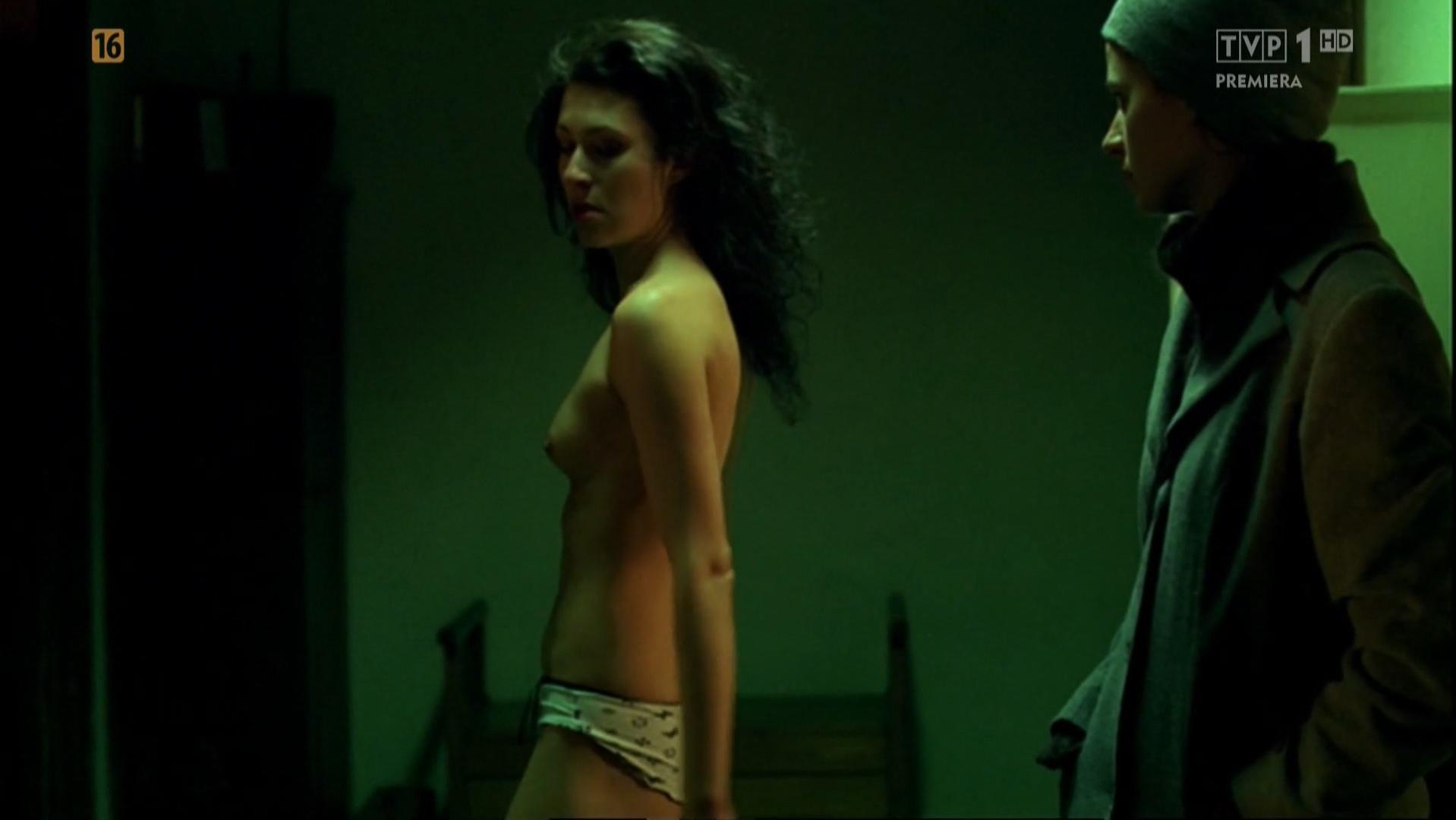 Agnieszka Grochowska nude, Monika Radziwon nude - Nie Opuszczaj Mnie (2009)