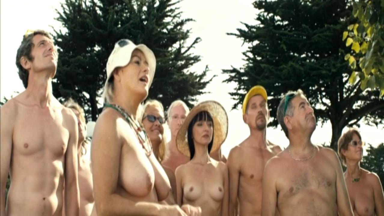 Maria de Medeiros nude - Ni a vendre ni a louer (2011)