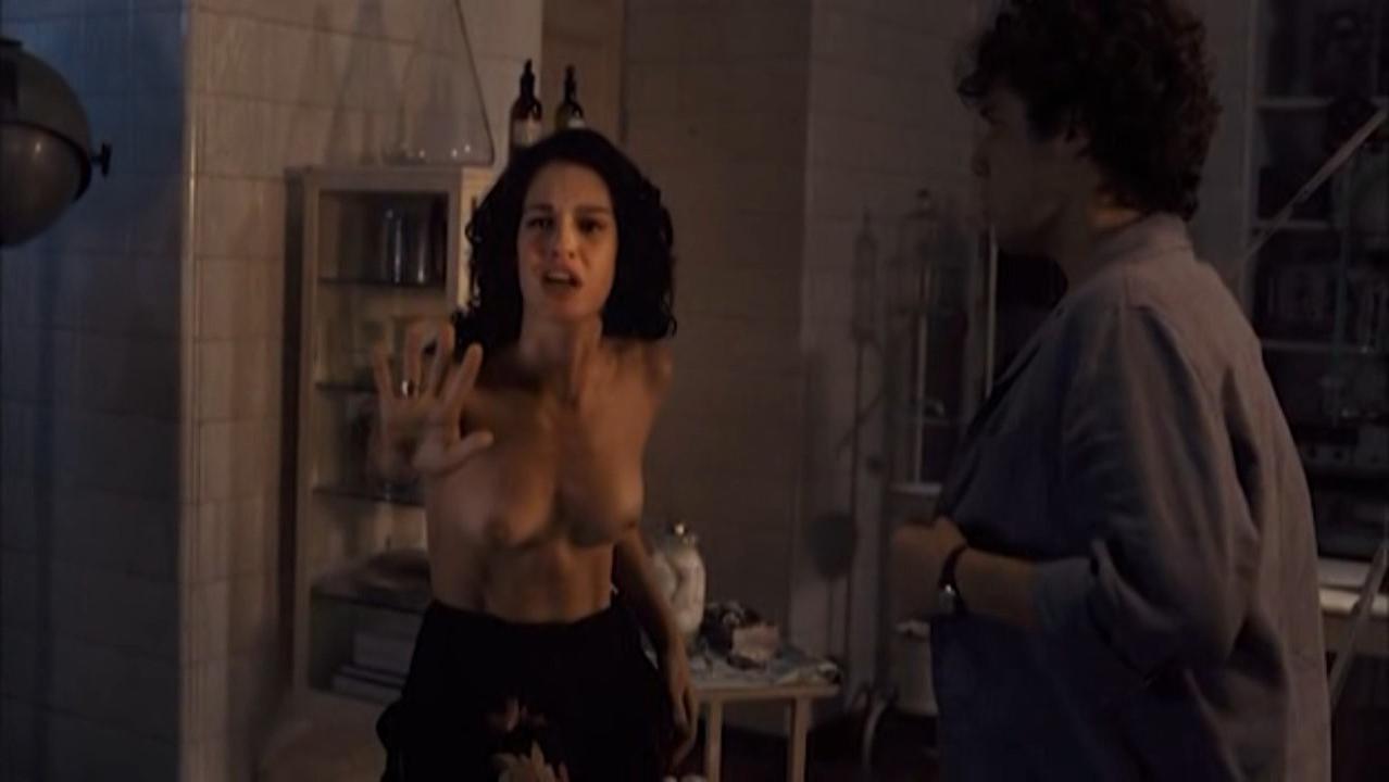 Maria Flor nude - A Suprema Felicidade (2010)
