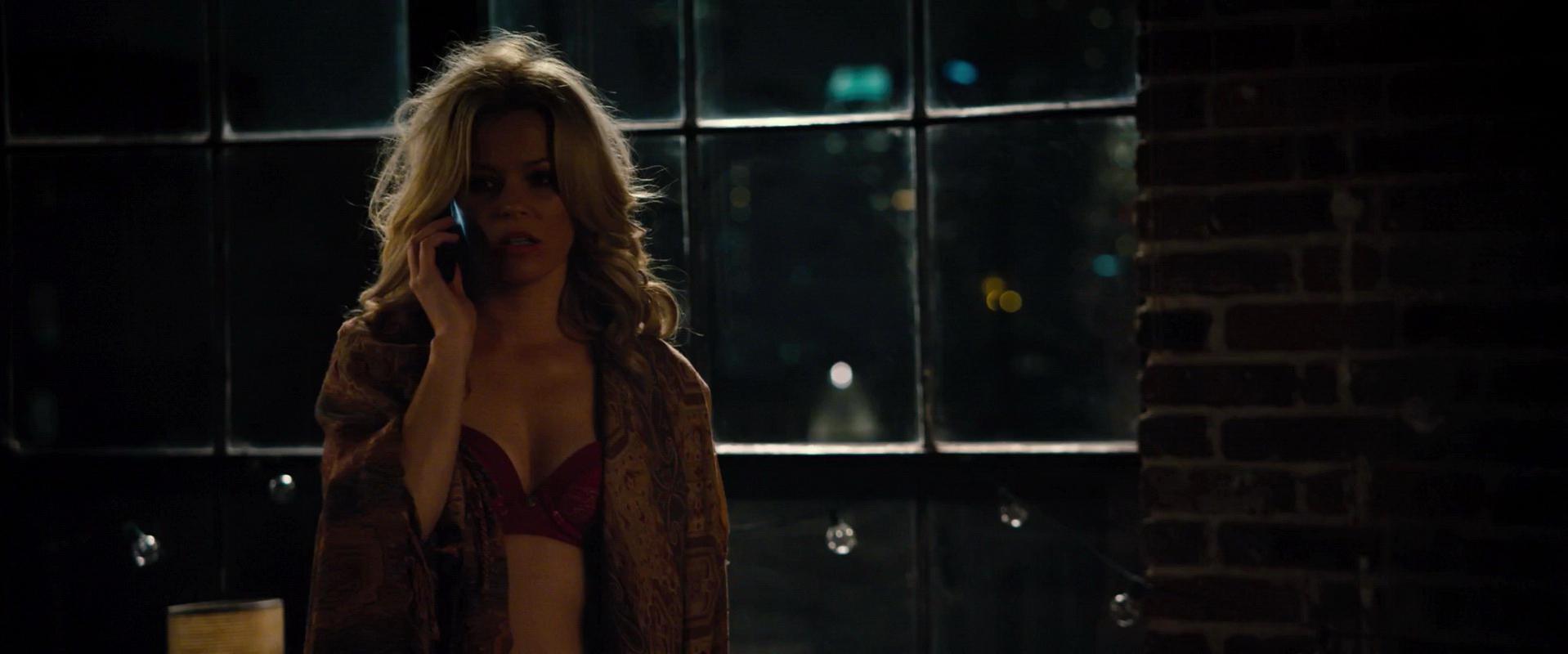 Elizabeth Banks sexy - Walk Of Shame (2014)