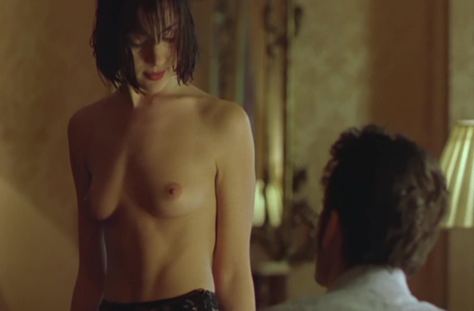 Amanda Ryan nude - The Hunger (1997)