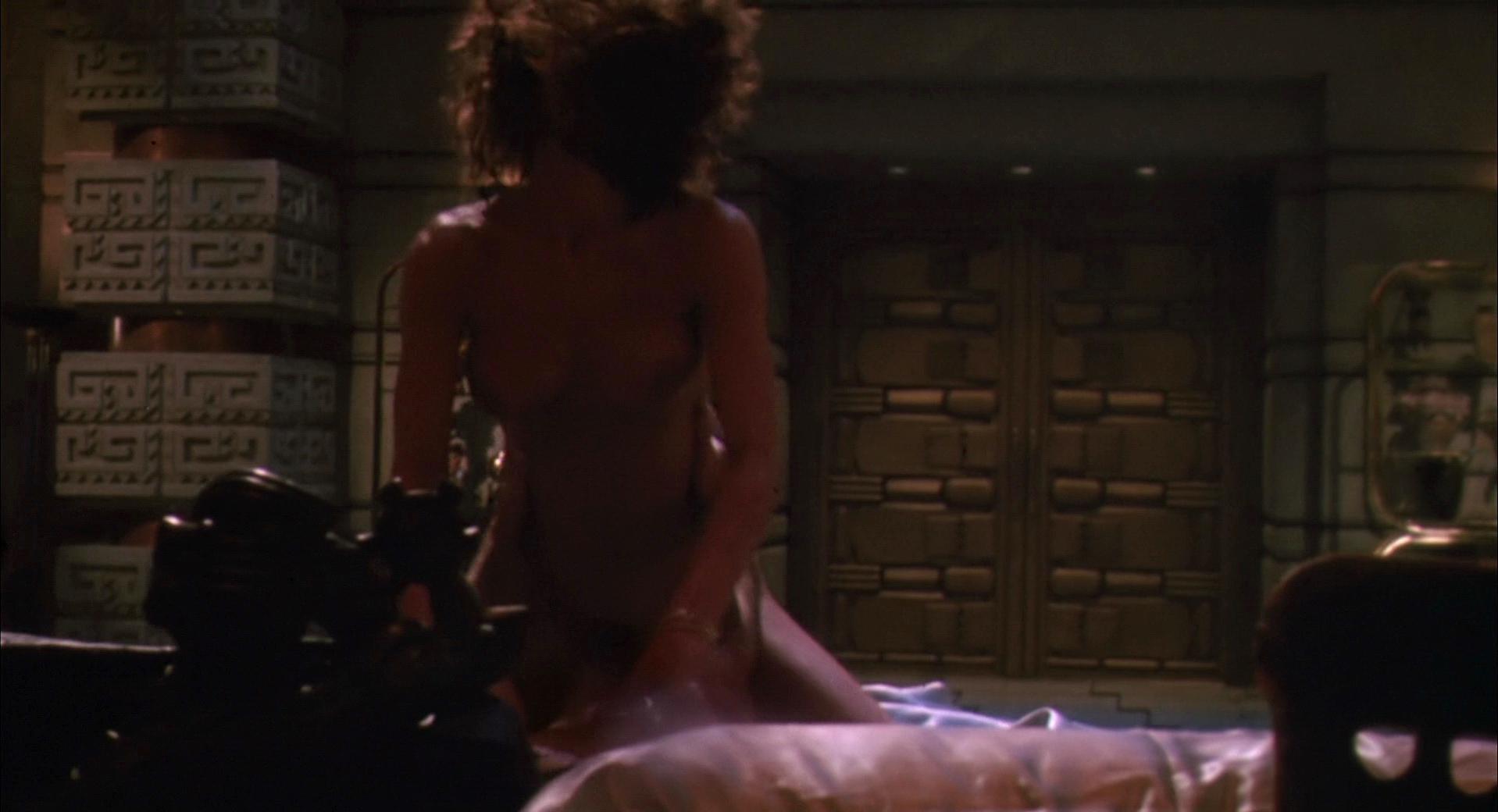 Teri Weigel nude - Predator 2 (1990)