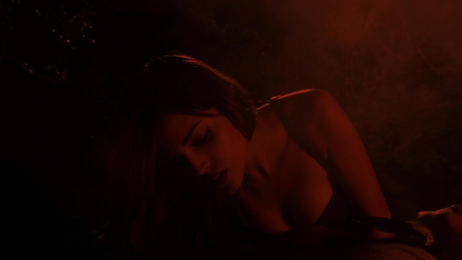 Eiza Gonzalez sexy - From Dusk Till Dawn s01e06 (2014)