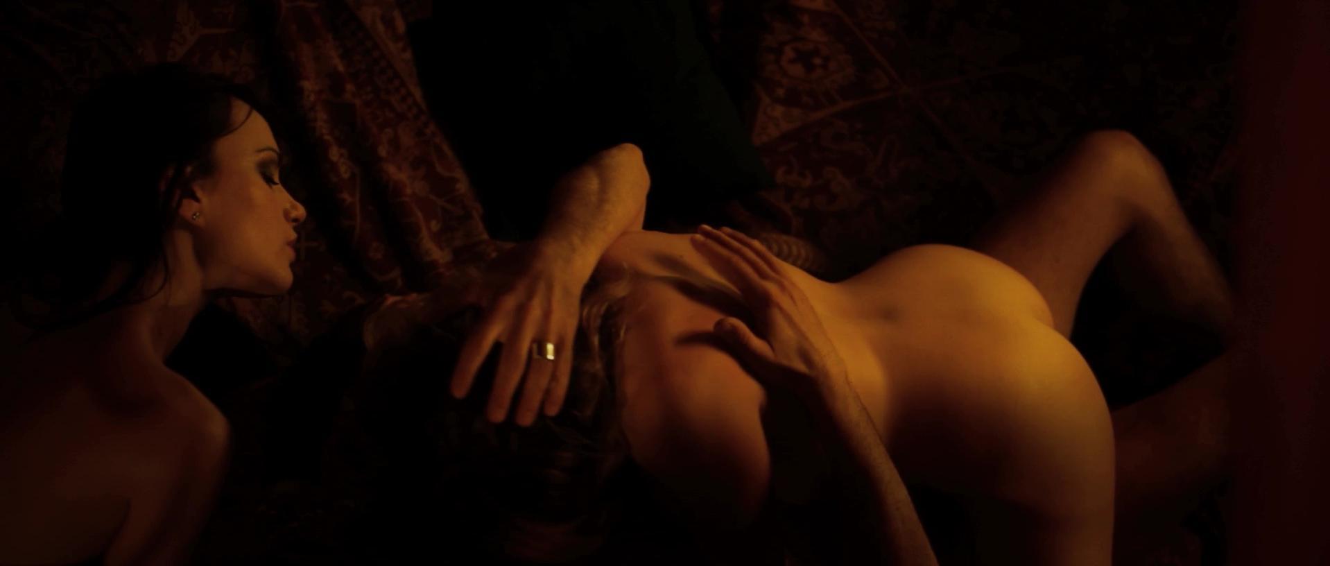 Claudia Gerini nude, Crisula Stafida nude - Tulpa: Perdizioni mortali (2012)