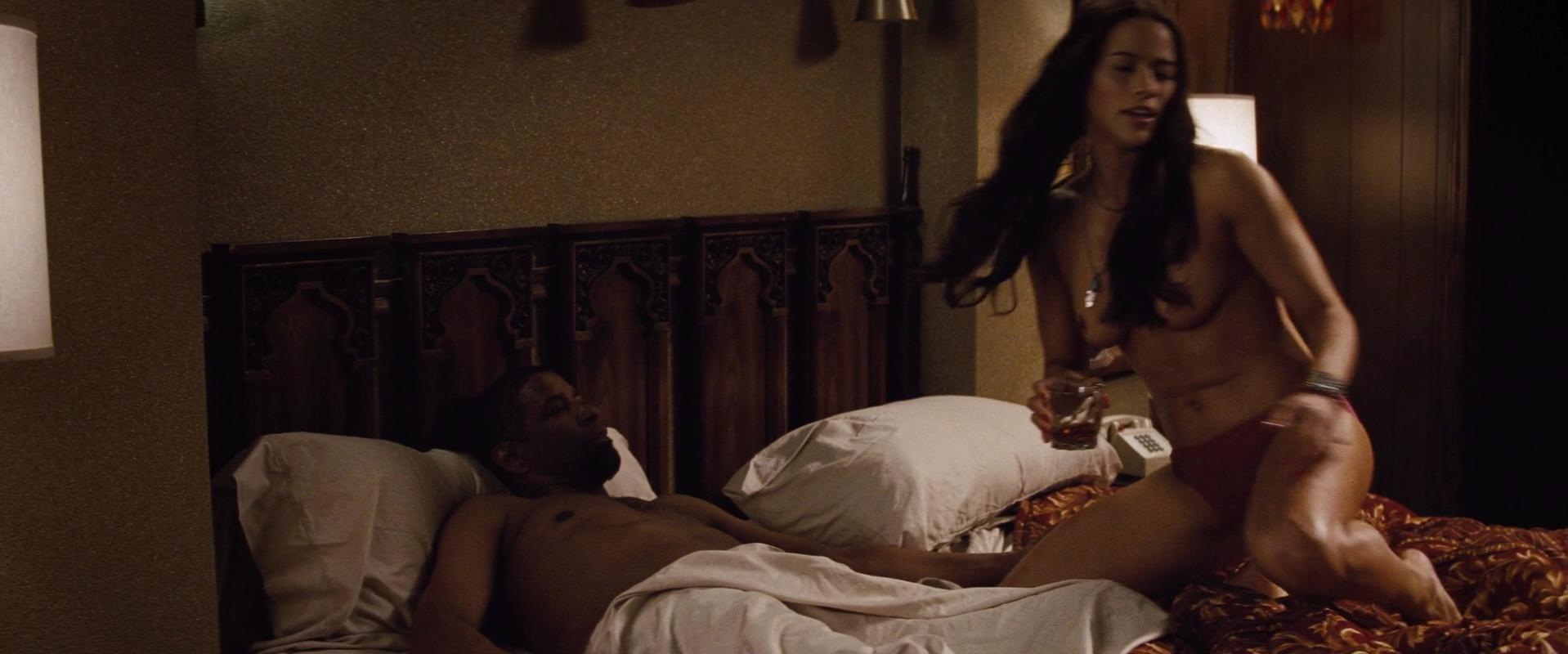 Paula Patton nude - 2 Guns (2013)