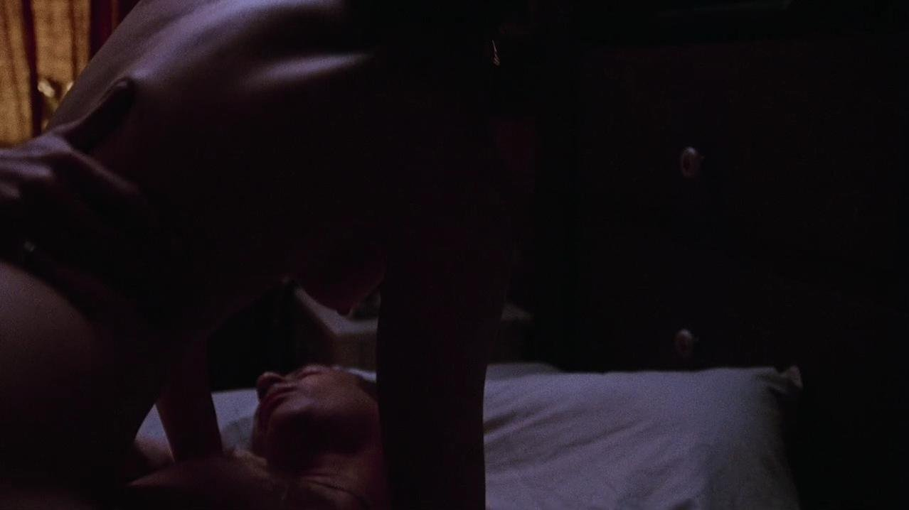 Jennifer Jason Leigh nude - Georgia (1995)