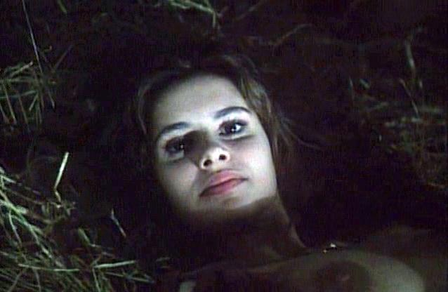 Debora Caprioglio nude - La maschera del demonio (1989)