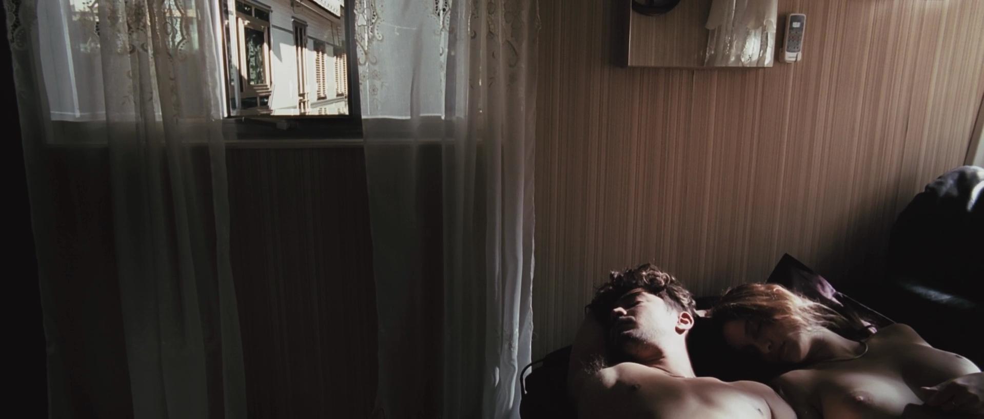 Clara Ponsot nude - Cosimo e Nicole (2012)