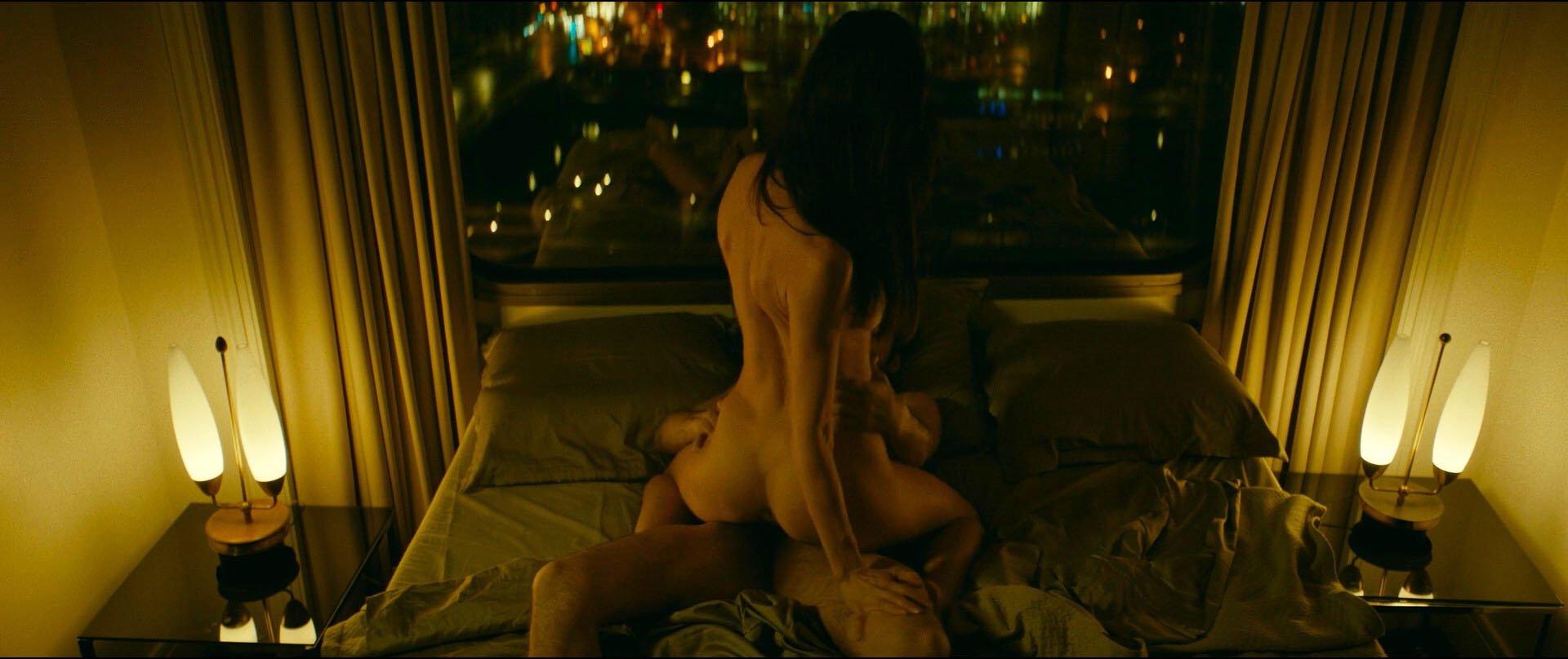 charlotte le bon naked