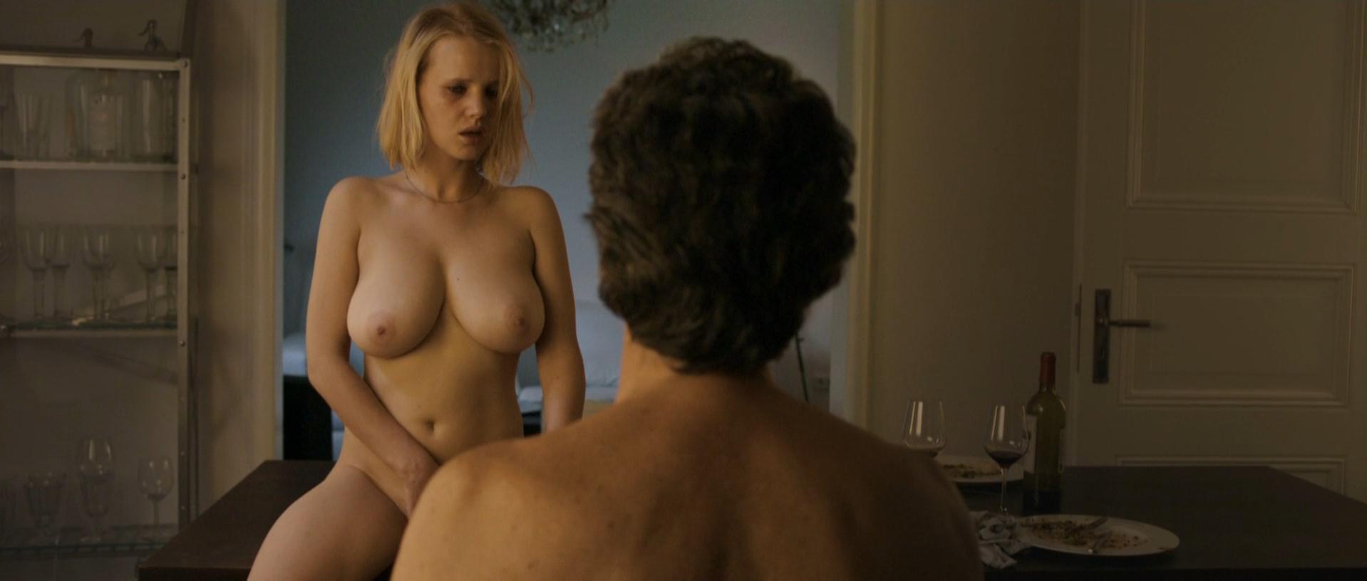 Joanna Kulig nude - Elles (2012)