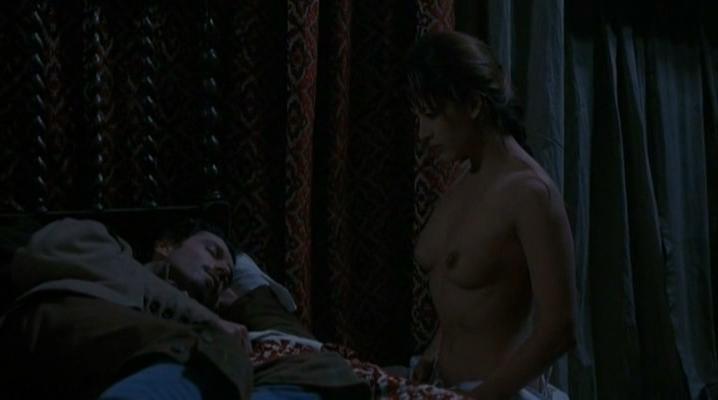 Sophie Marceau nude - La fille de d'Artagnan (1994)