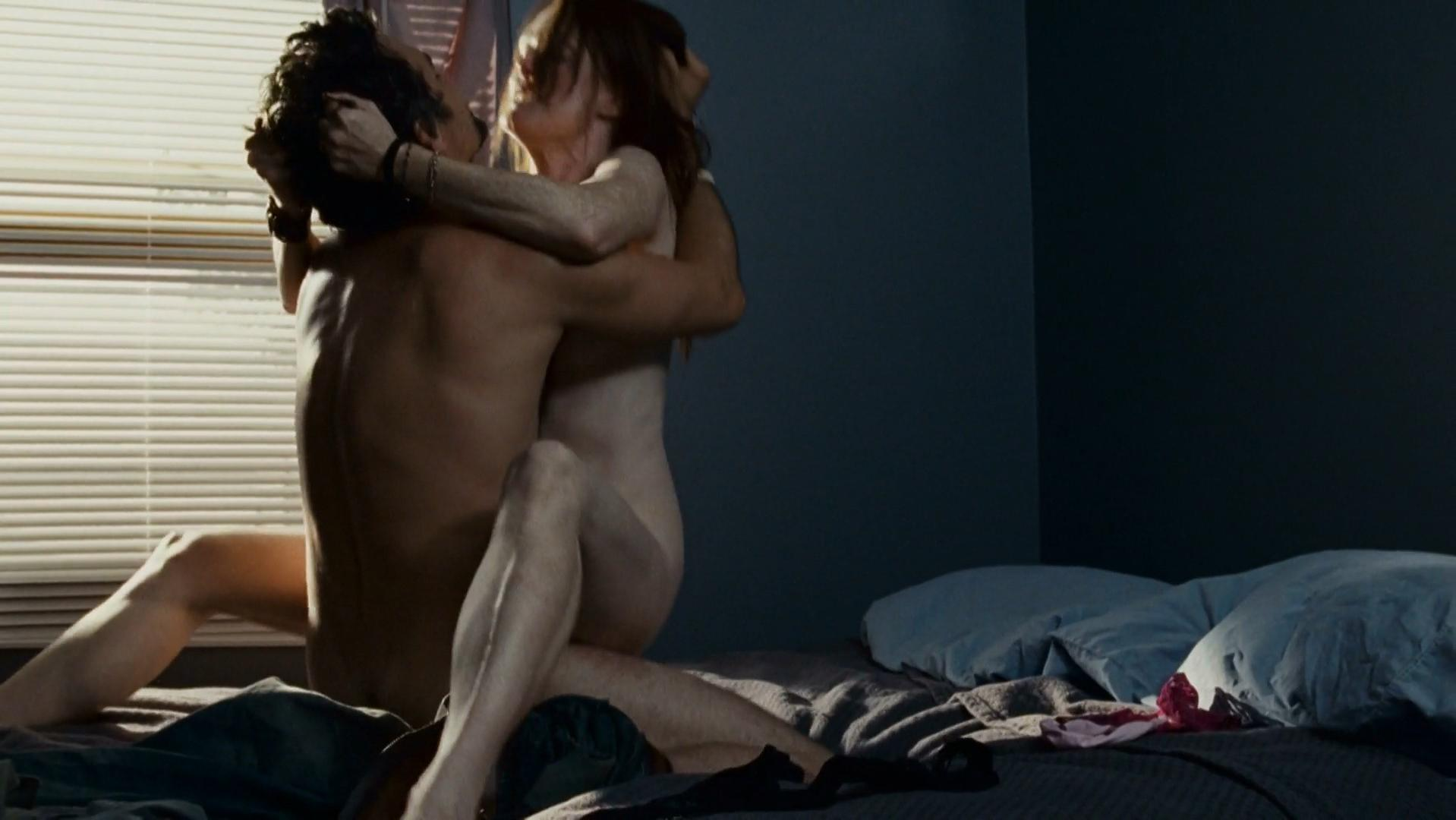 Julianne Moore nude, Yaya DaCosta nude - The Kids Are All Right (2010)