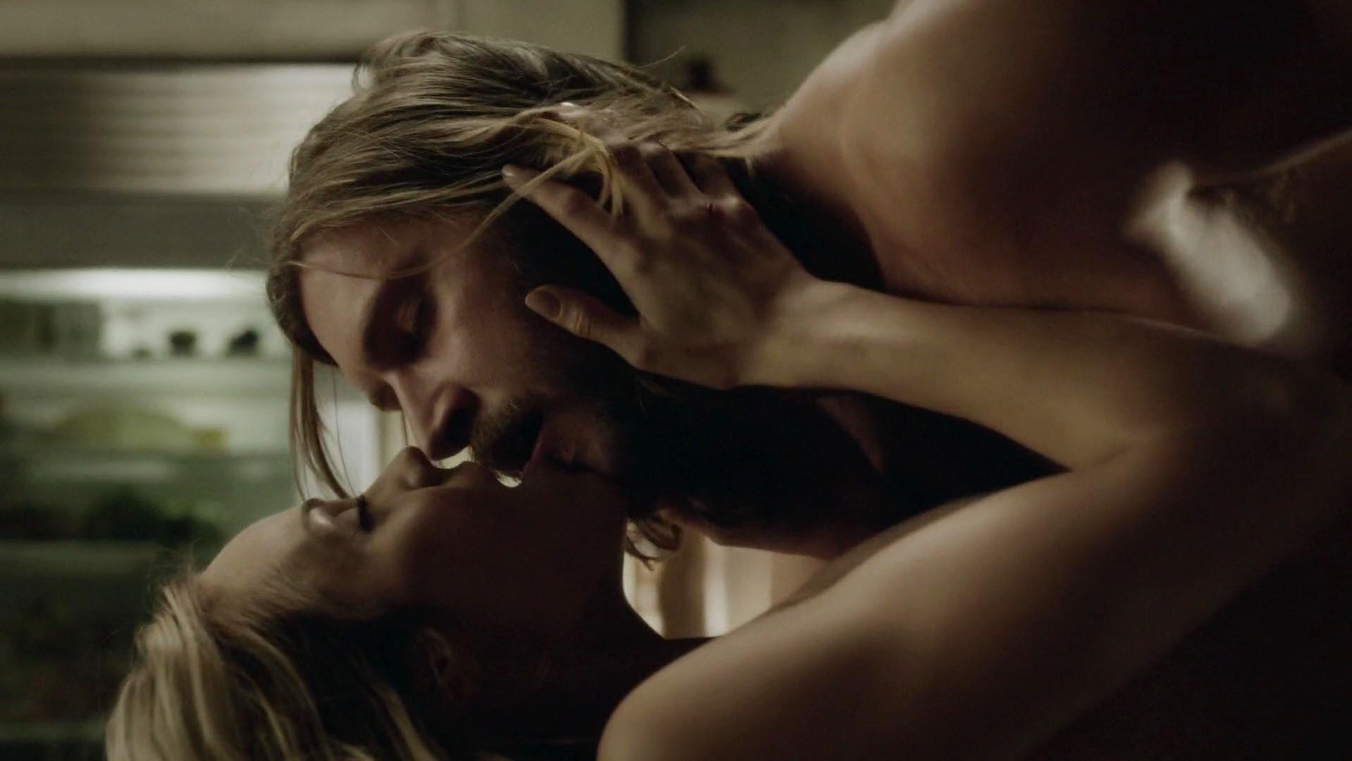Nude Video Celebs  Laura Vandervoort Sexy - Bitten S03E02 -8419