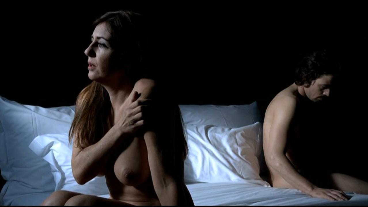 Monica Calle nude, Alexandra Lencastre nude - Filme do Desassossego (2010)