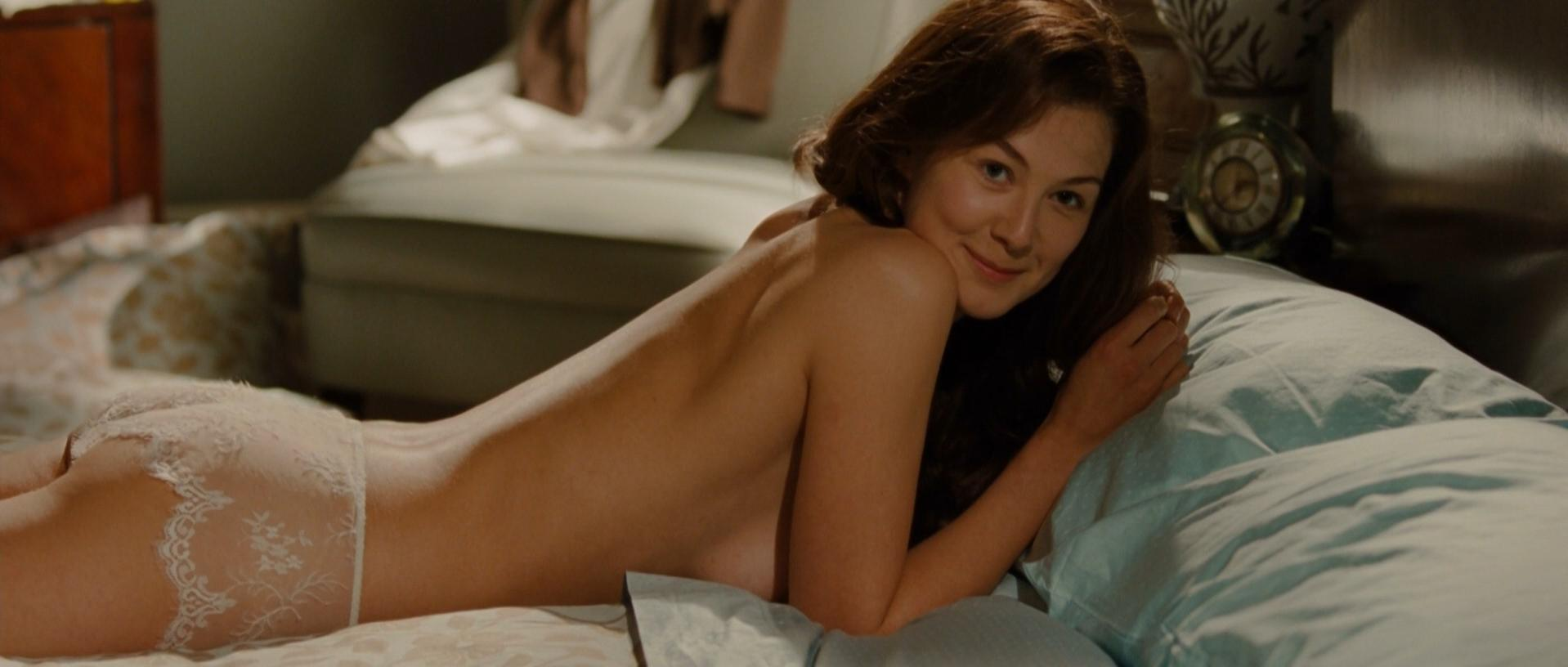 Rosamund Pike sexy - Barney's Version (2010)