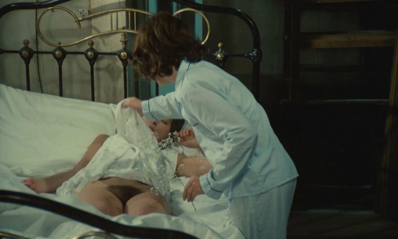 спит фильм сыном мама с