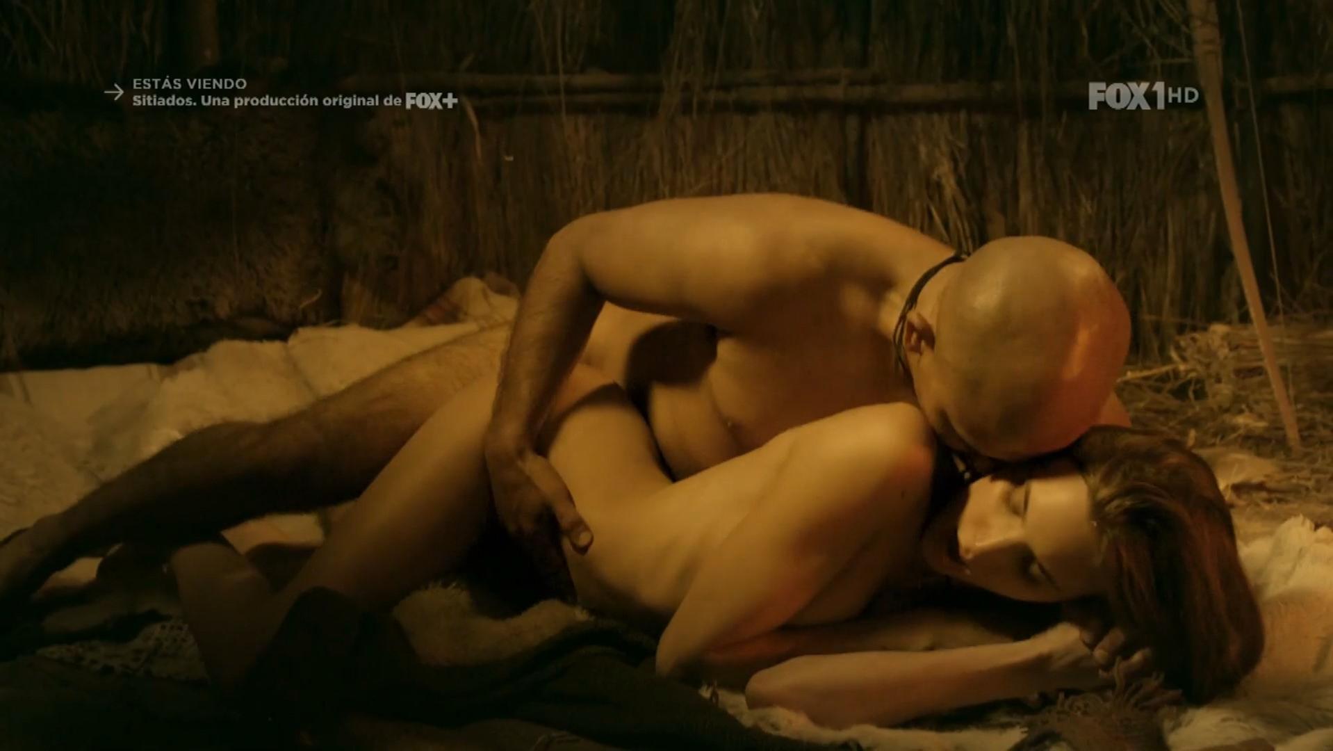 Macarena Achaga sexy - Sitiados s01e03 (2015)