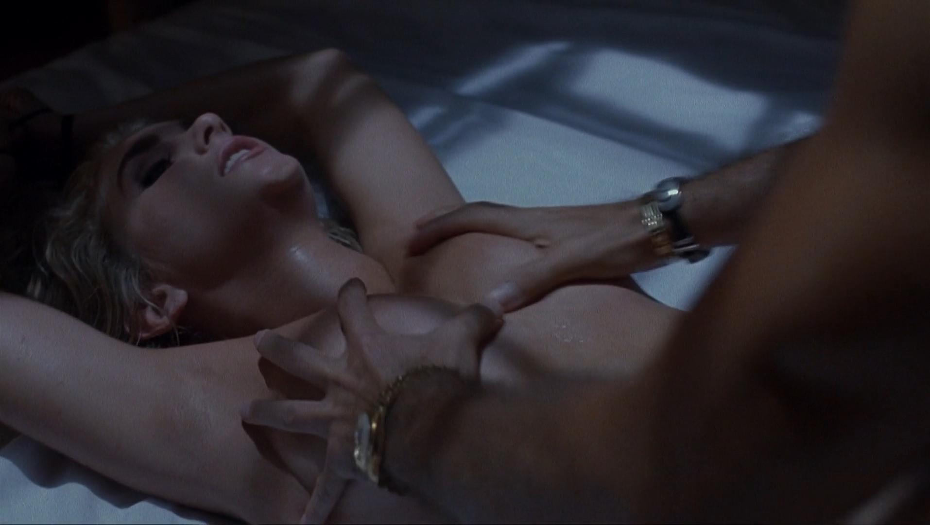 Aimee Leigh nude - Hellraiser III (1992)
