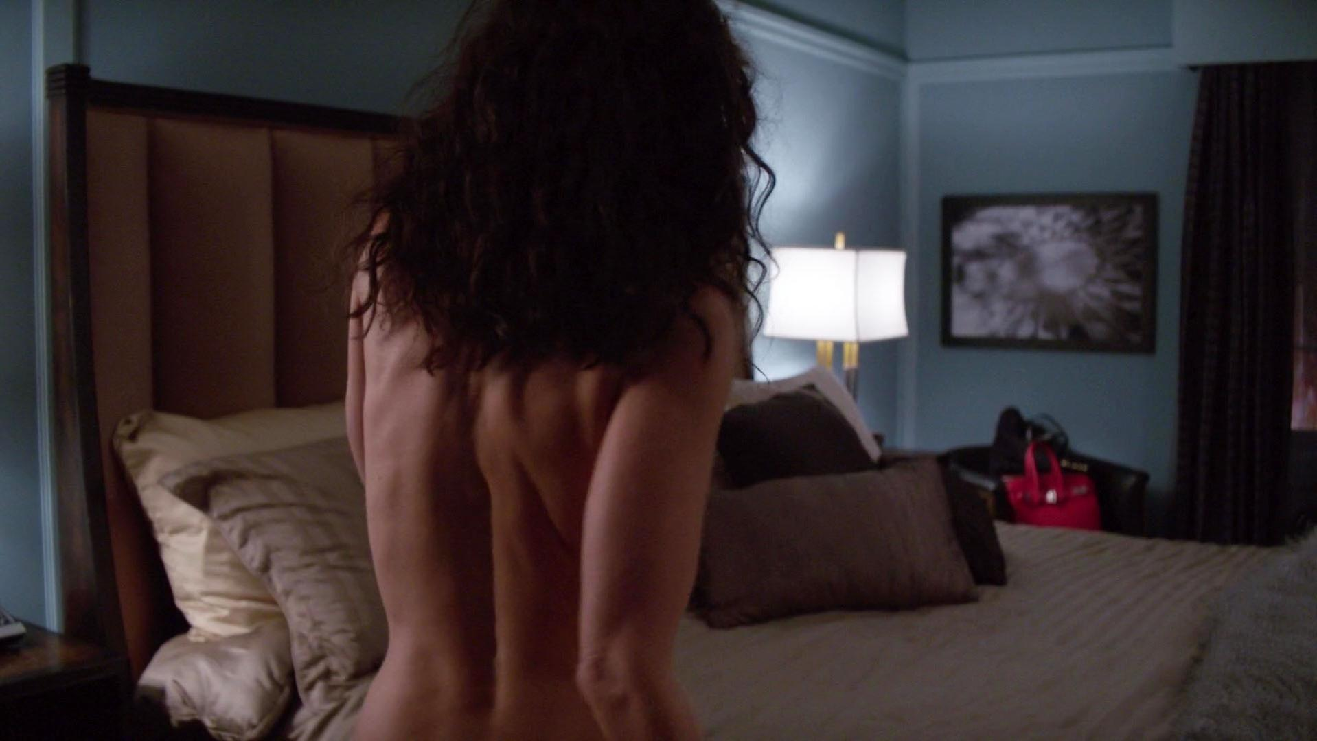 Lisa Edelstein sexy - Girlfriends Guide to Divorce s02e06 (2015)