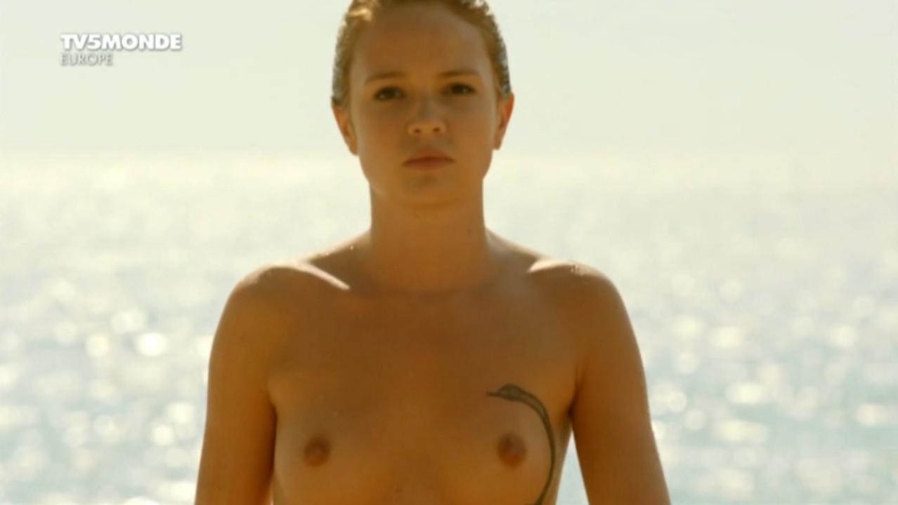 Juliet Lemonnier nude, Margaux Rossi nude - Hotel de la plage s01-02 (2014-2015)