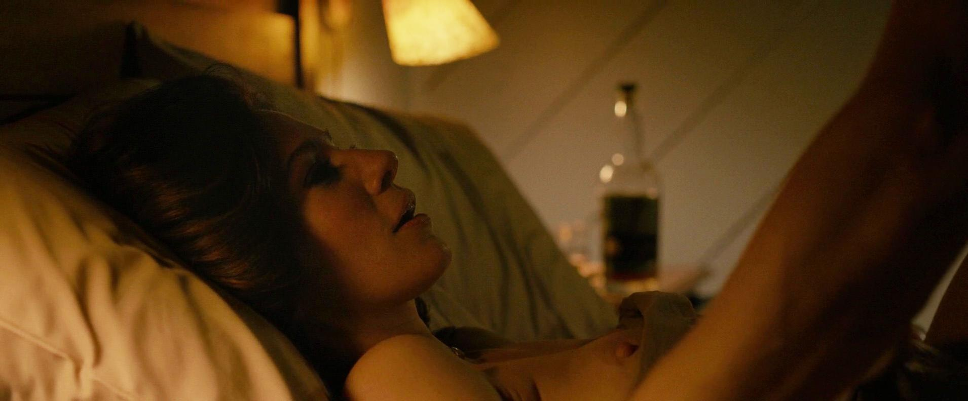Lynn Collins nude - Lost in the Sun (2015)